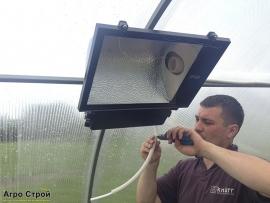 Монтаж освещения в теплице